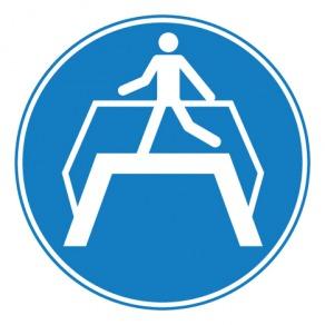 Pictogramme obligation d'utiliser la passerelle ISO7010-M023
