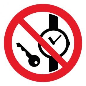 Pictogramme articles métalliques ou montres interdits ISO7010-P008